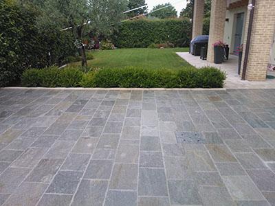 Pietra di luserna for Pietre da pavimento esterno